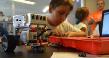 Καλοκαιρινές βουτιές στην Τεχνολογία και τη Μουσική. Δημιουργικές δράσεις για παιδιά στη Δημόσια Βιβλιοθήκη της Βέροιας