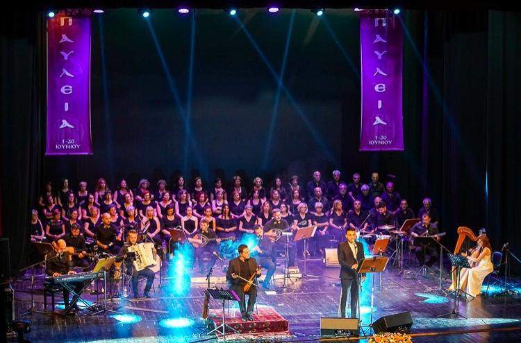Mε μεγάλη επιτυχία η μουσική παράσταση  «Μίκης ο Ευξείνιος» στον κατάμεστο Χώρο Τεχνών