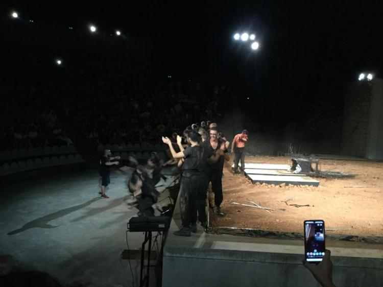 Κατέπληξε το κοινό η παράσταση «Μάκμπεθ» στο κατάμεστο θέατρο Άλσους «Μελίνα Μερκούρη»
