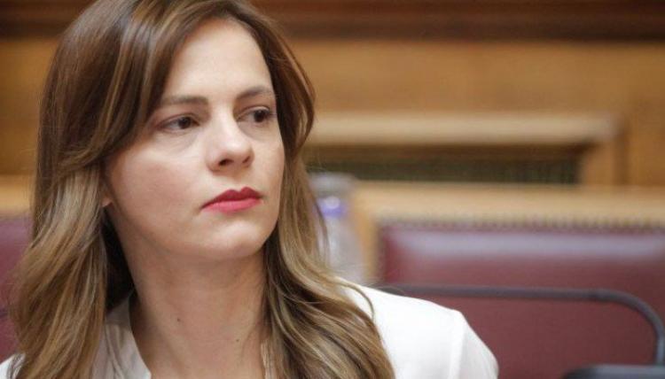 Έφη Αχτσιόγλου : «Aφερεγγυότητα και διγλωσσία της ΝΔ για το μακεδονικό»