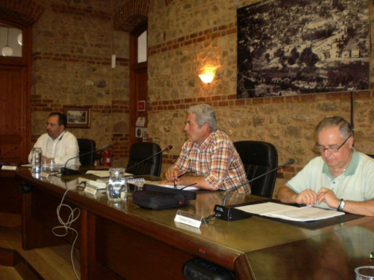 Σε καλοκαιρινούς αλλά και προεκλογικούς ρυθμούς η χθεσινή συνεδρίαση του Δημοτικού Συμβουλίου Βέροιας