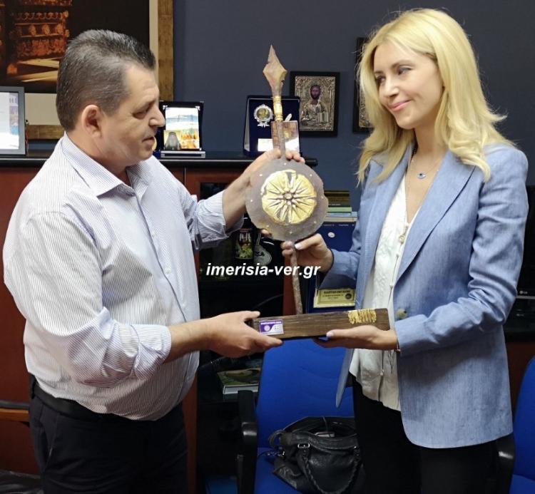 Σύσκεψη για τη θεομηνία στην Ημαθία, παρούσης της υφυπουργού Αγροτικής Ανάπτυξης Φωτεινής Αραμπατζή