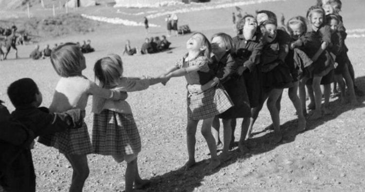 Παιδικά παιχνίδια στη Βλάστη - Του Γιάννη Τσιαμήτρου