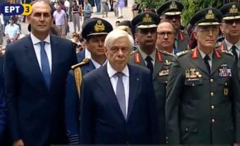 Στο πλευρό του προέδρου της Δημοκρατίας, εκπροσωπώντας τον πρωθυπουργό, ο Απόστολος Βεσυρόπουλος