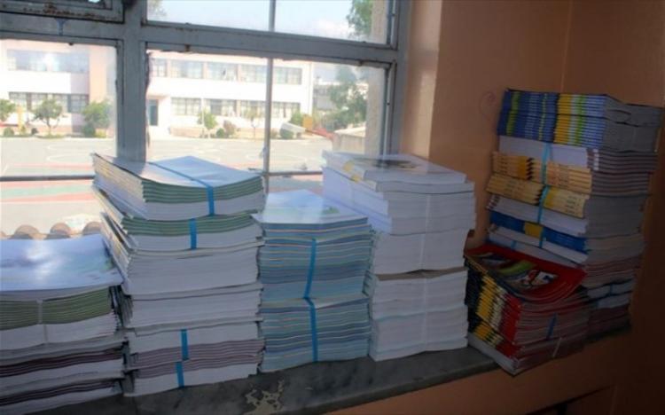 Υπουργείο Παιδείας : Παραδόθηκαν τα βιβλία στα σχολεία, πως θα πληρωθούν οι κενές θέσεις εκπαιδευτικών