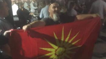 Οι σκοπιανοί μας...φτύνουν μέσα στην Μακεδονία μας! Ανέβασαν την σημαία με τον ήλιο της Βεργίνας σε πανηγύρη στην Πέλλα!