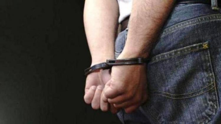 Σύλληψη 42χρονου στη Βέροια για διάρρηξη οχήματος και κλοπή πορτοφολιού