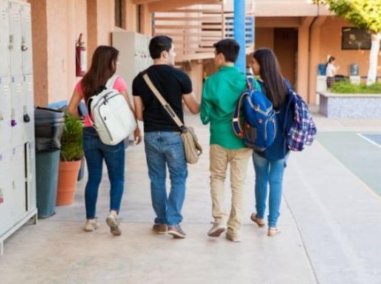 Κύπρος : Τέλος τα σκουλαρίκια για τα αγόρια στα σχολεία και οι ψεύτικες βλεφαρίδες για τα κορίτσια