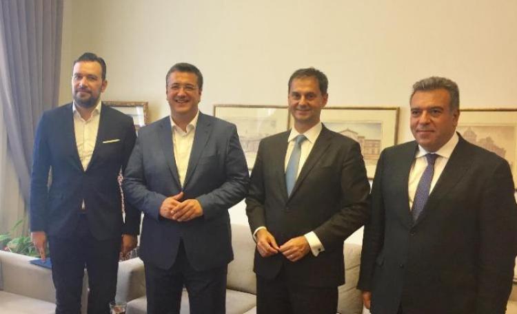 Συνάντηση του υπουργού Τουρισμού, κ. Χ.Θεοχάρη και του υφυπουργού κ. Μ.Κόνσολα, με τον περιφερειάρχη Κ.Μακεδονίας, Απ.Τζιτζικώστα