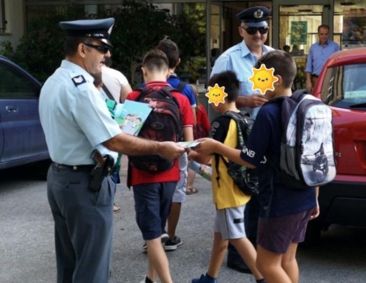 Φυλλάδιο κυκλοφοριακής αγωγής για γονείς και μαθητές από την ΕΛ.ΑΣ και την Ημαθία