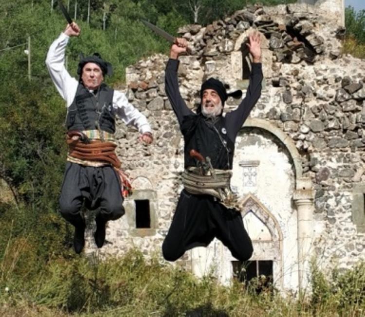 Ξεκινούν τα τμήματα εκμάθησης παραδοσιακών χορών και οργάνων από την Εύξεινο Λέσχη Βέροιας