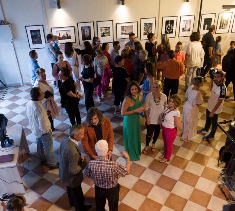 Έντονο ενδιαφέρον και μεγάλη προσέλευση του κοινού στην έκθεση φωτογραφίας «Ναοί - Ιερά – Μυστήρια» στη Νάουσα