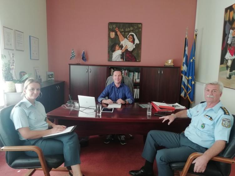Θέματα αστυνόμευσης και πρόληψης εγκληματικότητας συζήτησε με τους δημάρχους Αλεξάνδρειας και Νάουσας ο Αστυνομικός Διευθυντής