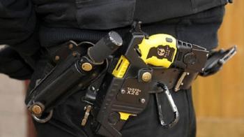 Αν κάποιος τραβούσε μαχαίρι σε αστυνομικό στις ΗΠΑ, τι αντιμετώπιση θα είχε κύριε υπουργέ;