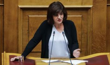 Στη Βουλή από τη Φρόσω Καρασαρλίδου το θέμα της επιβολής δασμών από ΗΠΑ στις κονσέρβες ροδάκινου