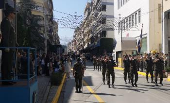 Η στρατιωτική παρέλαση για τα 107 ελευθέρια της Βέροιας, με αιχμή του δόρατος τους «πράσινους μπερέδες» της Β΄ΜΚΔ