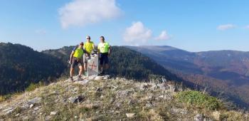 Στα Πιέρια, στην κορυφή «Κτένι» τρεις ορειβάτες μέλη του Ε.Ο.Σ. Νάουσας