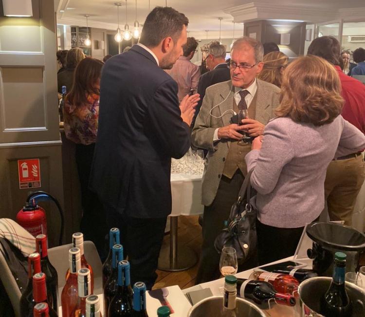 Τις οινικές διαδρομές και τα επισκέψιμα οινοποιεία της Κεντρικής Μακεδονίας παρουσίασε η ΠΚΜ στο Παρίσι