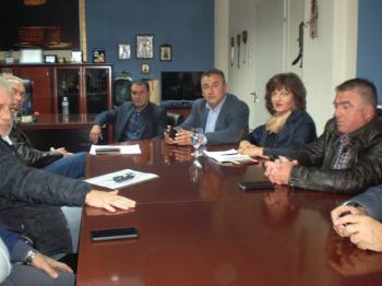 Πραγματοποιήθηκε σύσκεψη στο γραφείο του Αντιπ/χη, παρουσία της βουλευτή Φ. Καρασαρλίδου, εκπροσώπων των άλλων βουλευτών και του Αντιδημάρχου Αγρ. Ανάπτυξης Δ. Βέροιας Η.Τσιφλίδη