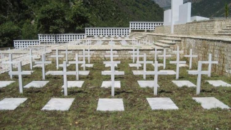 Μνημείο πεσόντων στο αλβανικό μέτωπο, στο πάρκο Νάουσας