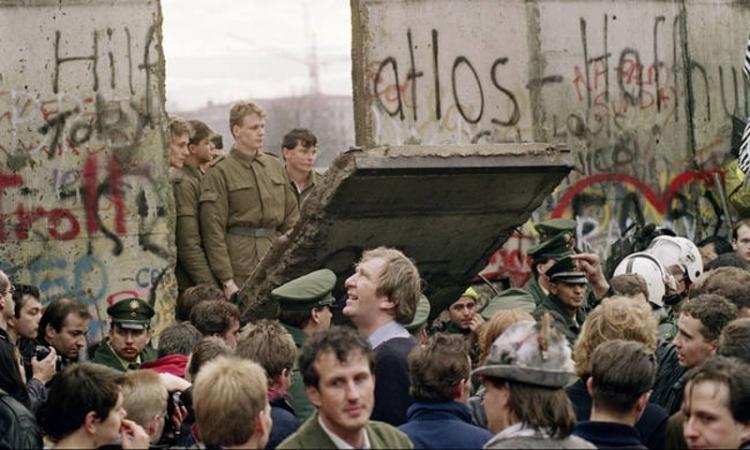 Τριάντα χρόνια από την πτώση του τείχους του Βερολίνου