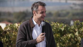 Μητσοτάκης σε οινοπαραγωγούς: «Αλλού θα παιχτεί το παιχνίδι, στη δυνατότητα μας να παράγουμε τα καλύτερα κρασιά, και να τα συνδυάζουμε με επισκέψεις στην περιοχή»