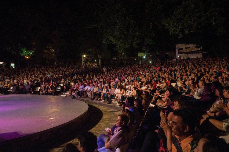 Βούλιαξαν το θερινό δημοτικό θέατρο Νάουσας οι αδελφοί Τσαχουρίδη