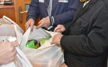 Δήμος Βέροιας : Διανομή τροφίμων σε ωφελούμενους του προγράμματος ΤΕΒΑ