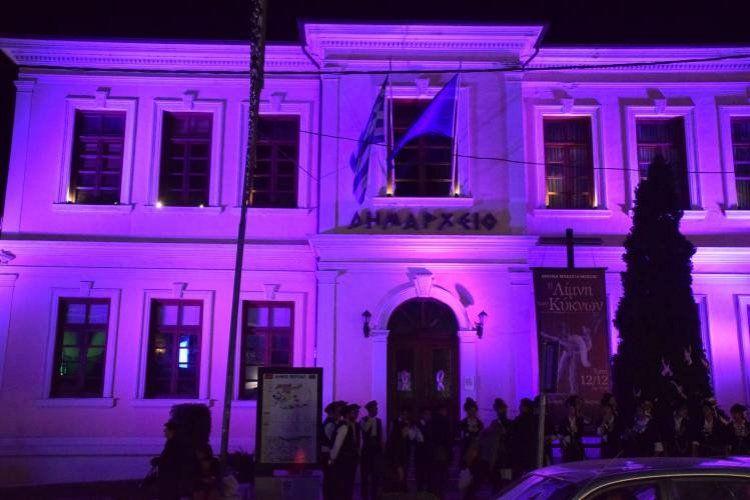 Στα ροζ το Δημαρχείο Βέροιας, με ροζ φιόγκους έντυσε τα μαγαζιά ο Εμπορικός Σύλλογος
