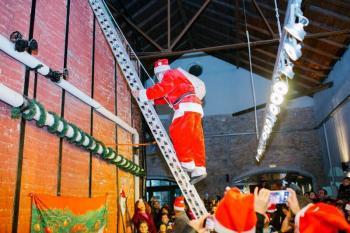 Ο Άγιος Βασίλης βρήκε επιτέλους μια καμινάδα αντάξια στη φήμη του