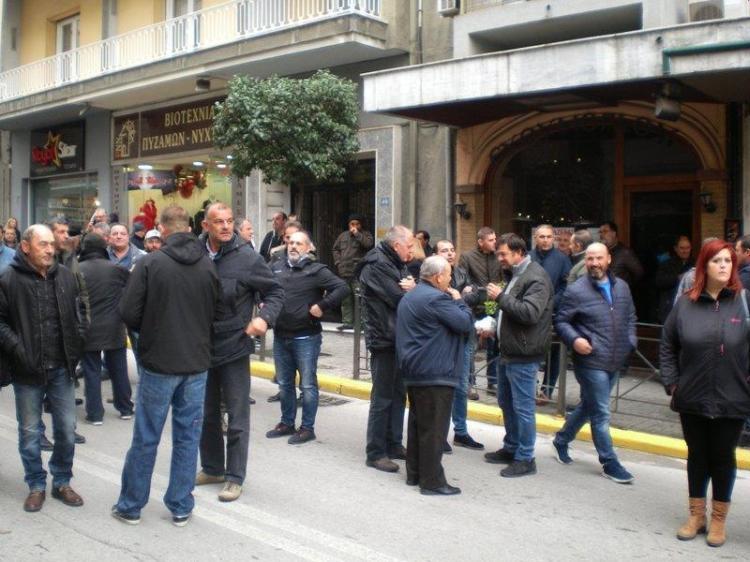 Ειρηνική συγκέντρωση διαμαρτυρίας πραγματοποίησαν αγρότες ροδακινοπαραγωγοί Χθες το μεσημέρι στη Βέροια