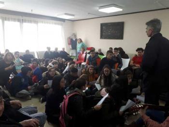 Κάλαντα στο Γηροκομείο και το Νοσοκομείο Νάουσας από μαθητές του Λαππείου Γυμνασίου