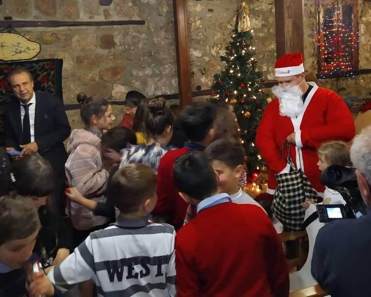 Θεατρικό δρώμενο για τη γιορτή των Χριστουγέννων από το λαογραφικό Σύλλογο Βλάχων Βέροιας