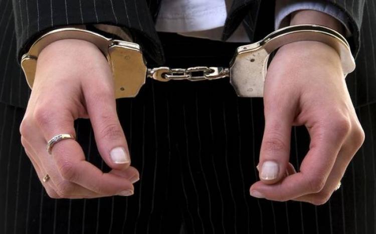 Σύλληψη 35χρονης στη Βέροια για κλοπή χρηματικού ποσού