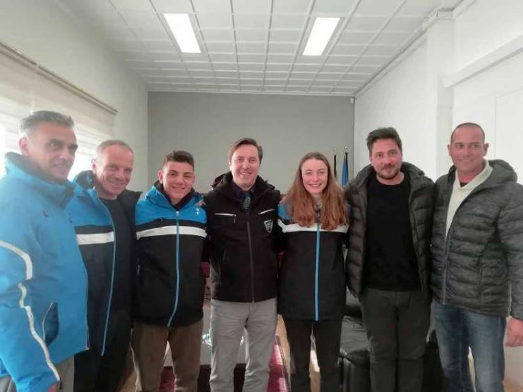 Συνάντηση Δημάρχου Νάουσας Ν.Καρανικόλα με τους πρωταθλητές σκι δρόμων αντοχής Σ.Γιαννακοβίτη και Γ.Αναστασιάδη