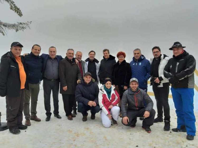 Με χιονόπτωση η κοπή της βασιλόπιτας του ΕΟΣ Νάουσας στα 3-5 Πηγάδια