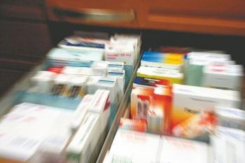 Έξαρση γρίπης: Αδειάζουν τα φαρμακεία από αντιιικά – Αυτοσυγκράτηση συνιστούν οι φαρμακοποιοί