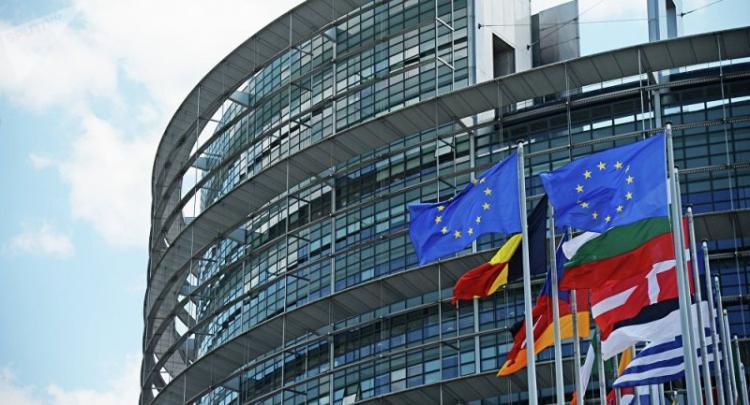 Η ευρωβουλή στηρίζει τη συμμετοχή των ελληνικών ομολόγων στο πρόγραμμα ποσοτικής χαλάρωσης