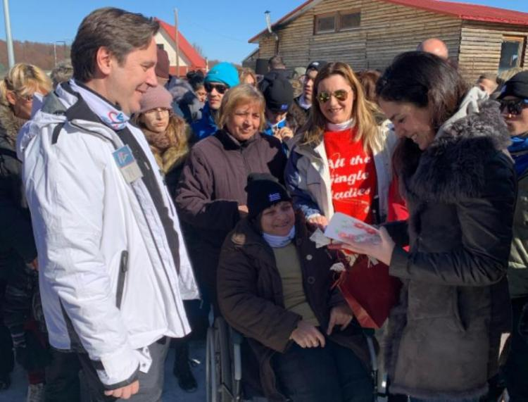 Στιγμές χαράς και συγκίνησης για περισσότερα από 100 άτομα με αναπηρία στη δράση «know the snow» του Δήμου Νάουσας