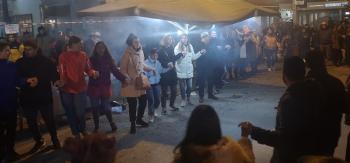 «Η παράδοση είναι η ταυτότητά μας» : Με σάτιρα και χορούς κυκλωτικούς γιόρτασε η Νάουσα την Τσικνοπέμπη!
