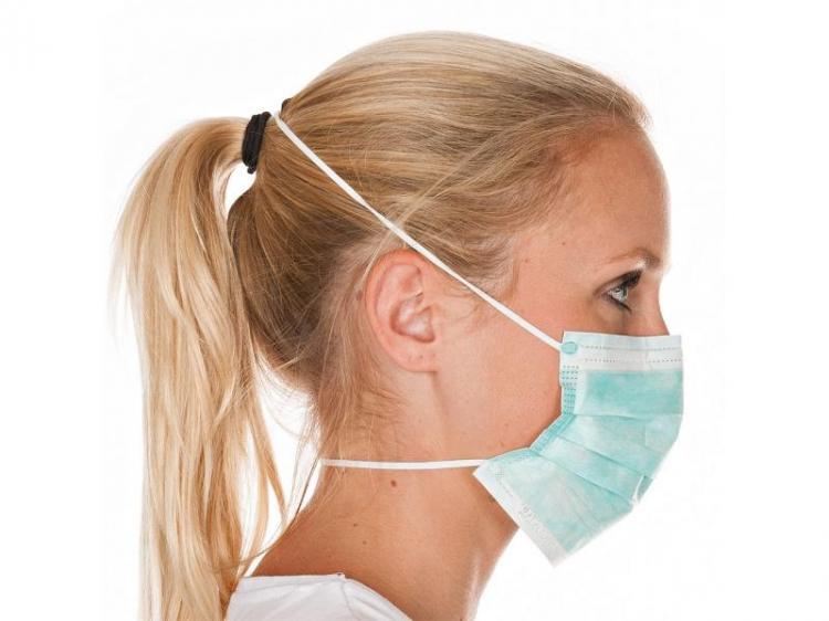 Απλές χειρουργικές μάσκες πρέπει να φοράνε σε δημόσιους χώρους μόνο...ασθενείς!