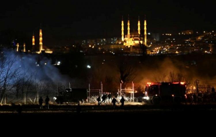 Έβρος : Νέα επεισόδια στα ελληνοτουρκικά σύνορα με χημικά, βολές και εστίες πυρκαγιάς
