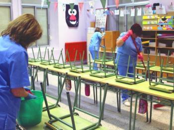 Ποιος θα απολυμάνει τα σχολεία μας, κύριοι του υπουργείου Παιδείας;
