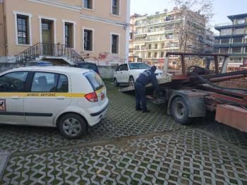 Απόσυρση εγκαταλελειμμένων οχημάτων από τη Δημοτική Αστυνομία Βέροιας