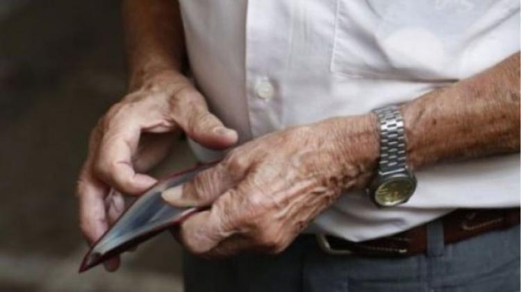 Μη στέλνετε τους ηλικιωμένους στη λαϊκή αγορά, τα σούπερ μάρκετ και τις τράπεζες!