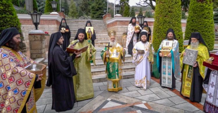 Ιερά Λιτανεία στην Ι. Μ. Παναγίας Δοβρά Βεροίας υπέρ καταπαύσεως της πανδημίας