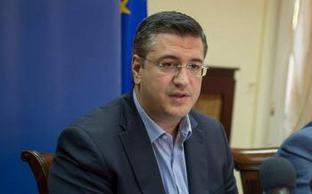 Ο Περιφερειάρχης Κ.Μακεδονίας και Πρόεδρος της ΕΝΠΕ Απ.Τζιτζικώστας καταθέτει το μισό μισθό του για τους επόμενους 2 μήνες για τον κορονοϊό