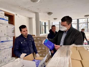 Είδη ατομικής προστασίας και υγιεινής από την ΠΚΜ παραδόθηκαν στα νοσοκομεία, τα Κ.Υ. και τα ασθενοφόρα της Κεντρικής Μακεδονίας