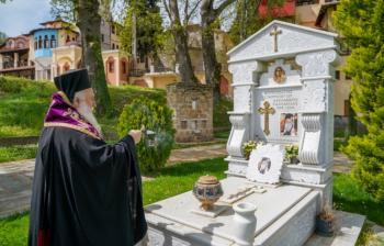 Τρισάγιο από το Σεβασμιώτατο για τους κεκοιμημένους της επαρχίας μας στο Κοιμητήριο Βεροίας