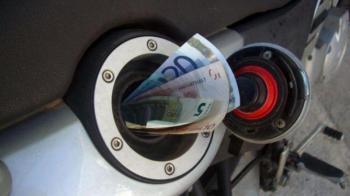 Παγκόσμιο κραχ για το πετρέλαιο, αλλά στην Ελλάδα οι τιμές του παραμένουν στα ύψη!